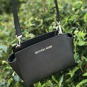 MICHAEL KORS BLK SELMA MINI CROSSBODY LEATHER BAG